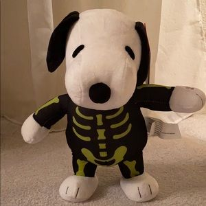 Peanuts dancing skeleton snoopy